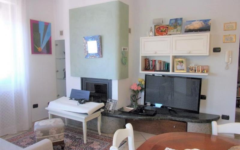 Acqualagna - appartamento in zona centrale con vista sulla Gola del Furlo