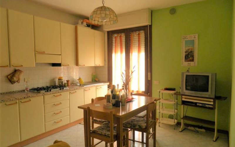 Fermignano –  Via Volponi - Appartamento ammobiliato in ottime condizioni con garage
