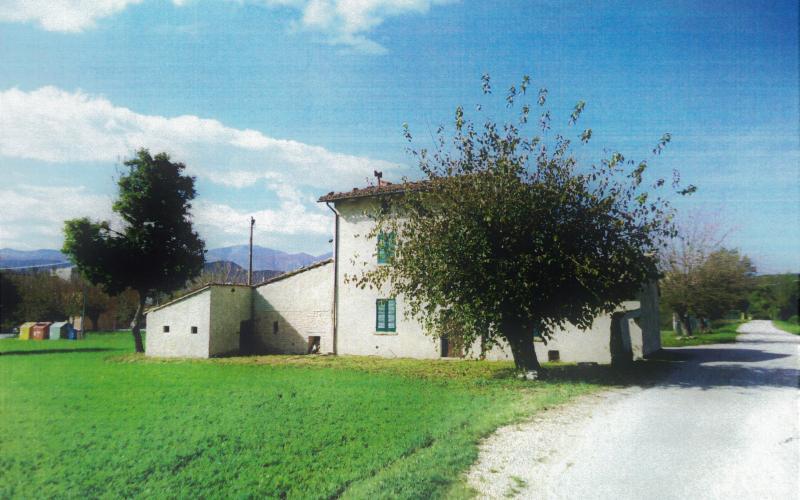 Acqualagna – Pole - casale e terreno edificabile