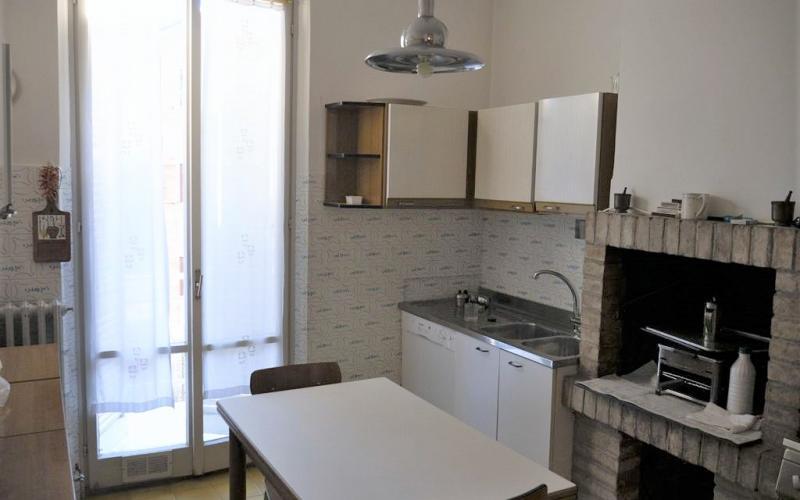 Urbino –Ampio appartamento appena fuori le mura del centro.