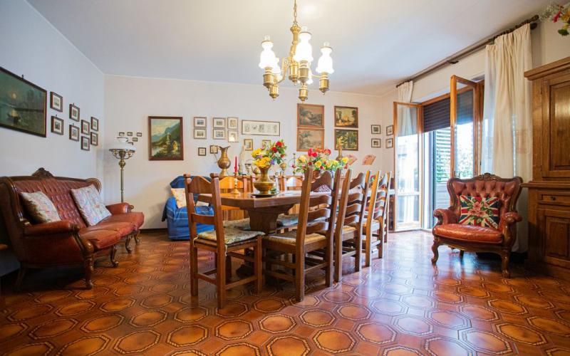 Fermignano – Luminoso appartamento indipendente con giardino piantumato e mansarda abitabile
