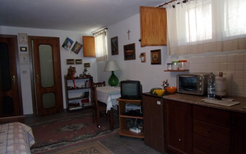 Fermignano - appartamento con 2 camere e giardino