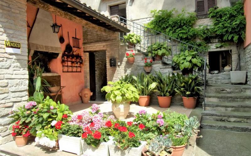 Borgo Pace –  Appartamento storico in pietra con finiture di qualità.