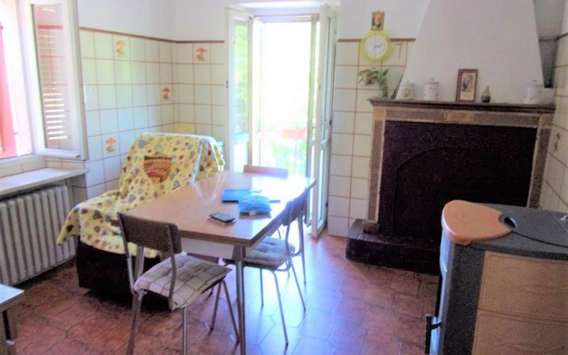Urbino –  Loc. Santa Barbara  appartamento a schiera con ampio scoperto