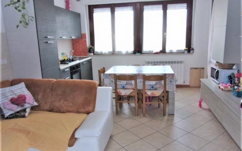 Fermignano – appartamento comodo e luminoso al primo piano in zona centrale.