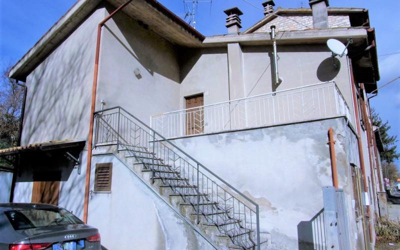 Fermignano – Appartamento su due piani con ingressi indipendenti