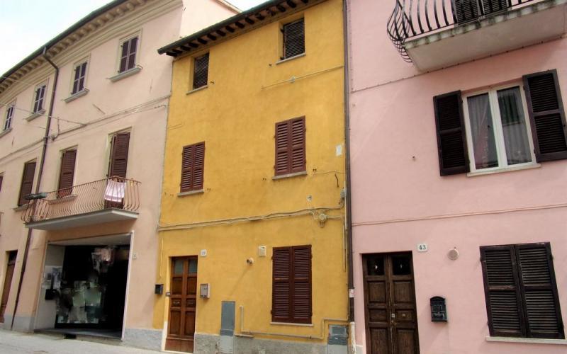 Fermignano – centro storico- Appartamento con travi a vista